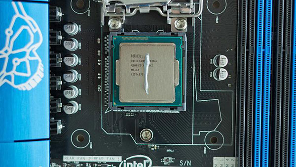 Vertical line method to apply thermal paste