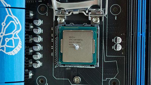 applying thermal paste on AMD CPU